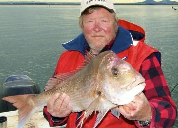 Steve Cooper with average size Port Philip Bay snapper.